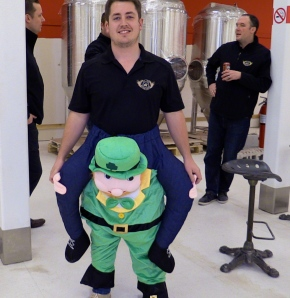 Irish rogues to offer piggy-backs at beer run
